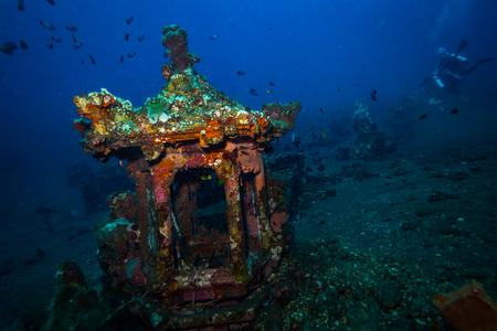 Photo pour Underwater temple on Bali. Indonesia - image libre de droit