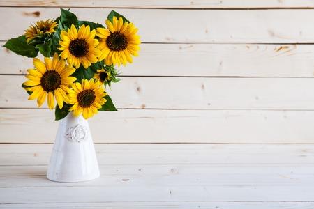 Photo pour Sunflowers in a vase on a rustic, gray background - image libre de droit