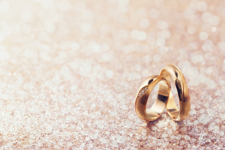 Photo pour Two wedding rings on abstract background with copy space - image libre de droit