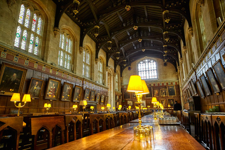 Photo pour OXFORD, ENGLAND – MAY 15, 2009: The interior of the Dining Hall (Ante-Hall) of Christ Church. Oxford University. England - image libre de droit