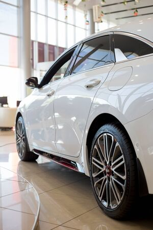 Photo pour Russia, Izhevsk - July 4, 2019: New cars in the KIA showroom. Modern KIA ProCeed. Side view. Famous world brand. - image libre de droit