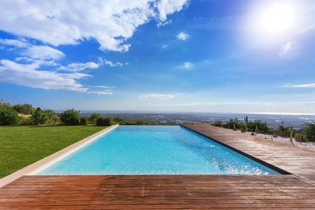 Photo pour Modern endless infinity pool. With views of landscape. - image libre de droit