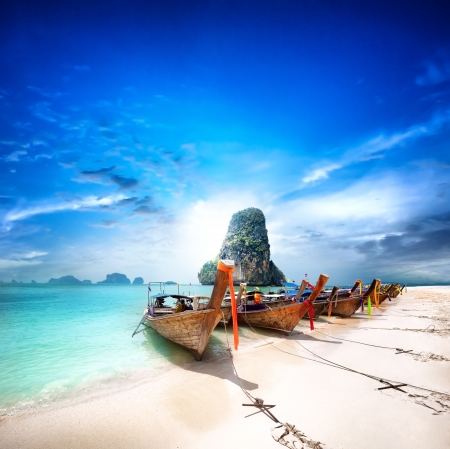 Foto de Thailand beach on tropical island  Beautiful travel background of Asia coast - Imagen libre de derechos