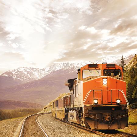Photo pour Freight train in Canadian rockies   - image libre de droit