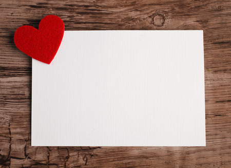 Foto de greeting card with a red heart and space for text on a wooden background - Imagen libre de derechos