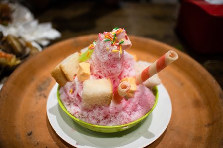 Foto de Thai Shaved Ice with various dessert topping. - Imagen libre de derechos