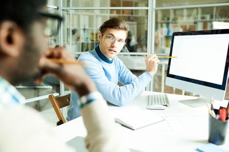 Photo pour Young Web Developers Planning Project - image libre de droit