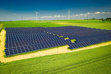 Foto de Amazing view of solar panels and wind turbines in summer - Imagen libre de derechos