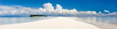 Foto de Panoramic photo of small uninhabited island in Malaysia - Imagen libre de derechos