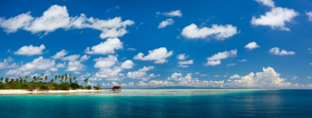 Photo pour Panorama of idyllic Mantabuan island in Malaysia - image libre de droit