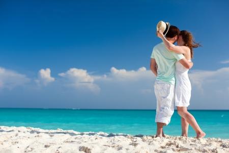 Photo pour Back view of a couple on a tropical beach at Caribbean - image libre de droit