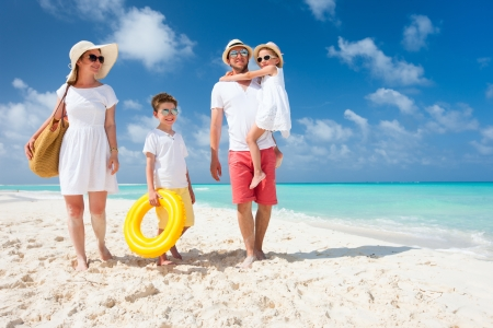 Foto de Happy beautiful family on a tropical beach vacation - Imagen libre de derechos