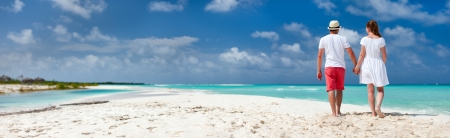 Photo pour Panorama of a romantic couple at Caribbean beach - image libre de droit