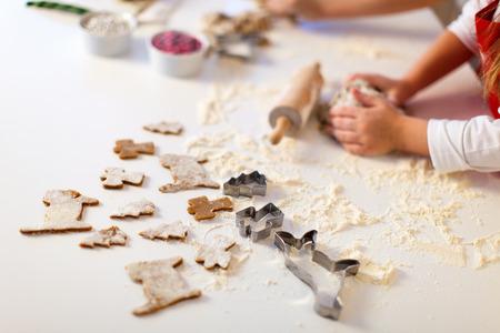 Photo pour Close up of Christmas cookies baking - image libre de droit