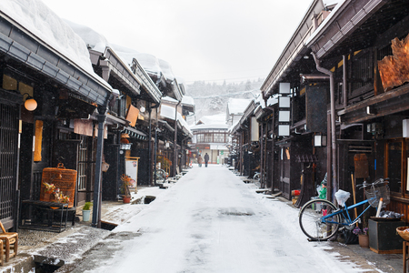 Foto de Old district wooden houses at historical Takayama town in Japan on winter day - Imagen libre de derechos