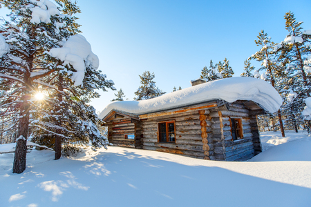 Photo pour Beautiful winter landscape with wooden hut and snow covered trees - image libre de droit
