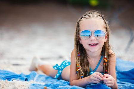 Photo pour Adorable little girl with Caribbean braids on vacation - image libre de droit