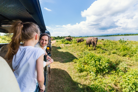 Photo pour Family of father and daughter watching elephants at Udawalawe National Park in Sri Lanka - image libre de droit