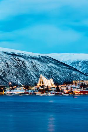 Foto de Arctic Cathedral church in Tromso Northern Norway at dusk twilight - Imagen libre de derechos