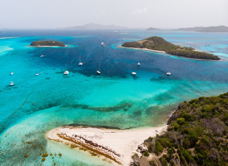 Photo pour Aerial drone view of tropical islands and turquoise Caribbean sea of Tobago cays in St Vincent and Grenadines - image libre de droit
