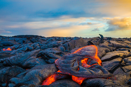 Photo pour Hot Lava on Hawaii's Big Island - image libre de droit