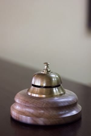 Photo pour Service bell in a hotel reception for concierge alarm on desk - image libre de droit