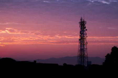 Photo pour Silhouettes telecommunication tower at sunrise and twilight cloud and sky. - image libre de droit