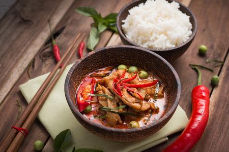 Foto de spicy chicken curry with rice,popular Thai food. - Imagen libre de derechos
