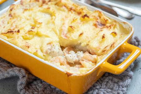 Foto de Fish pie topped with mashed potato - Imagen libre de derechos