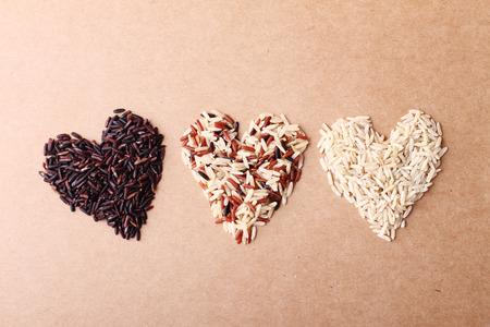 Foto de long grain ricebrown rice keep healthy concept brown background - Imagen libre de derechos