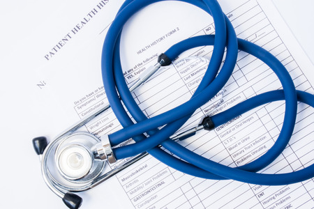 Photo pour Paper form patient history and stethoscope on it. Concept of registration of patients in clinic or hospital, gathering information about disease and primary care diagnostics for preliminary diagnosis - image libre de droit