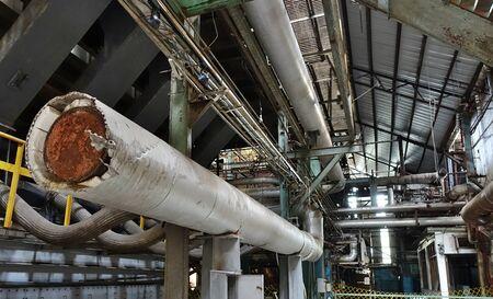 Foto de Abandoned factory with large pipes and tubes - Imagen libre de derechos