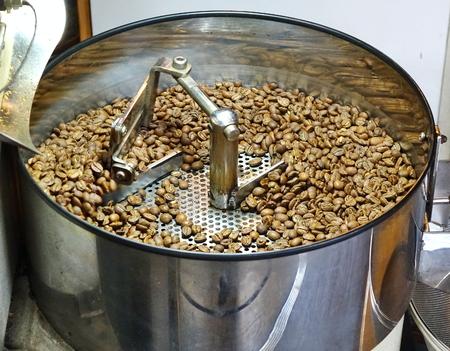 Foto de A local coffee shop prepares freshly roasted coffee beans  - Imagen libre de derechos