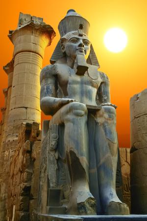 Foto de Statue of Ramesses II at sunset. Luxor Temple, Egypt - Imagen libre de derechos