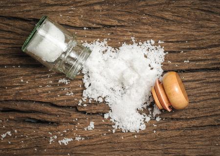 Photo pour salt sprinkled on wooden table - image libre de droit