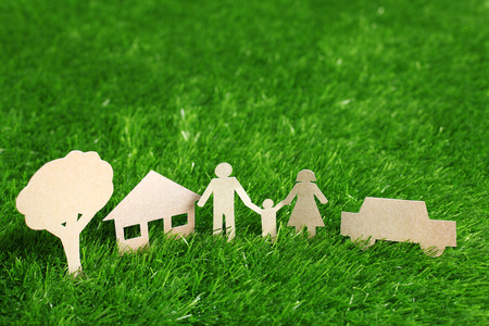Photo pour Family made from cut-out recycle paper on grass - image libre de droit