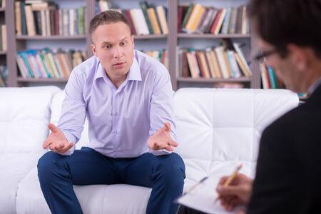 Foto de Portrait of a Man talking to his psychologist - Imagen libre de derechos