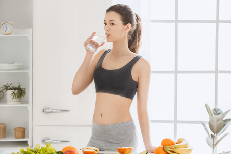 Photo pour Young woman weight loss perfect body shape - image libre de droit