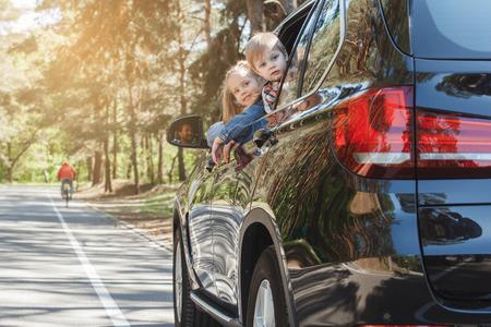 Foto de Travel by car family trip together vacation - Imagen libre de derechos