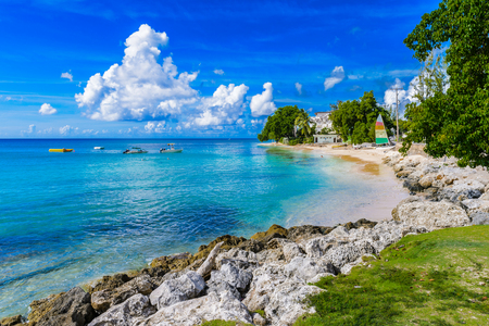 Photo pour Coast of the Carribean Sea, Bridgetown, Barbados - image libre de droit