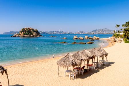 Foto de Coast of the Pacific Ocean, Acapulco, Mexico - Imagen libre de derechos