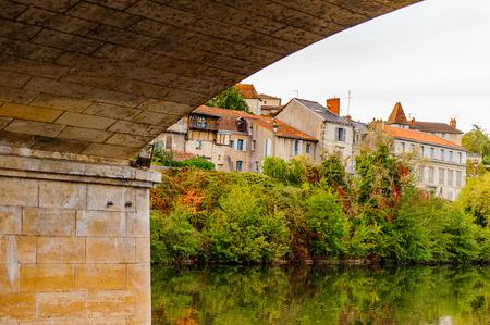 Photo pour Isle river and town of Perigueux, France. - image libre de droit