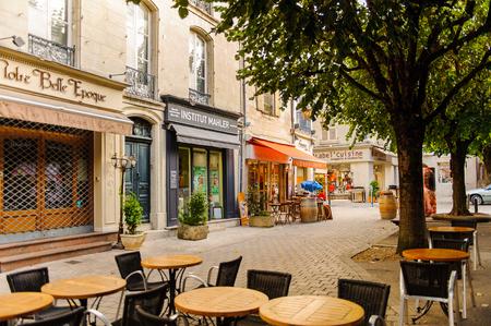 Photo pour PERIGUEUX, FRANCE - OCT 11, 2016: Old town of Perigueux, France. The town is the seat of a Roman Catholic diocese. - image libre de droit