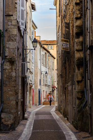 Photo pour PERIGUEUX, FRANCE - OCT 11, 2016: Architecture of Perigueux, France. The town is the seat of a Roman Catholic diocese. - image libre de droit