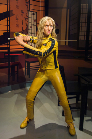 Foto de LOS ANGELES, USA - SEP 28, 2015: Uma Thurman as the Bride from Kill Bill in  Madame Tussauds Hollywood wax museum. Marie Tussaud was born as Marie Grosholtz in 1761 - Imagen libre de derechos