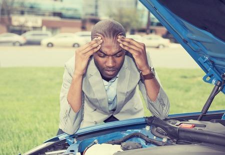Foto de young stressed man having trouble with his broken car looking in frustration on failed engine - Imagen libre de derechos
