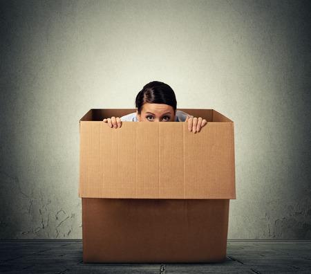 Foto de Young woman hiding in a carton box - Imagen libre de derechos