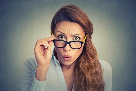 Foto de Surprised frustrated young woman - Imagen libre de derechos
