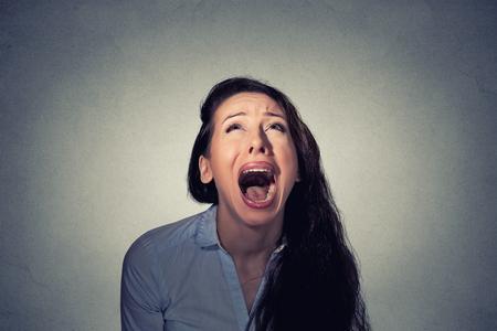 Foto de Woman screaming looking up - Imagen libre de derechos