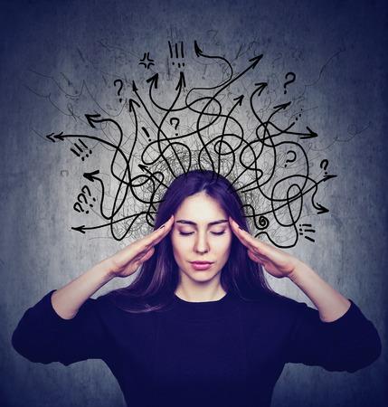 Foto de Stressed woman has too many thoughts - Imagen libre de derechos